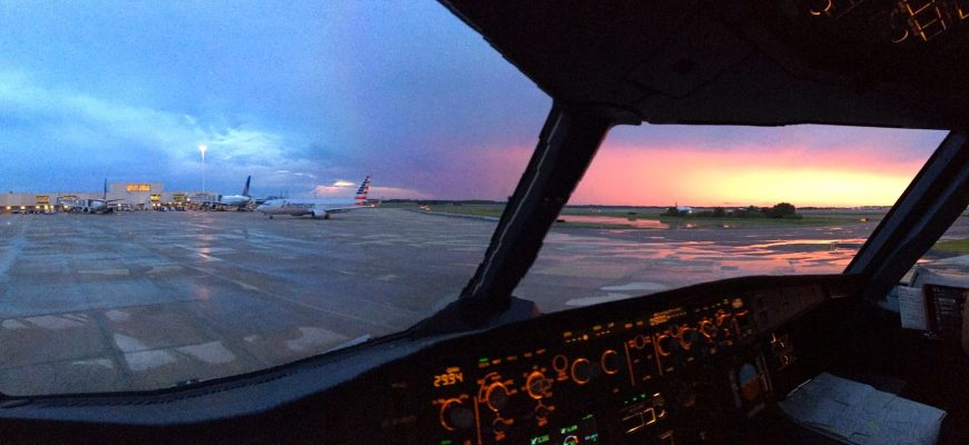 cockpit-sunset-ground-pano-mco