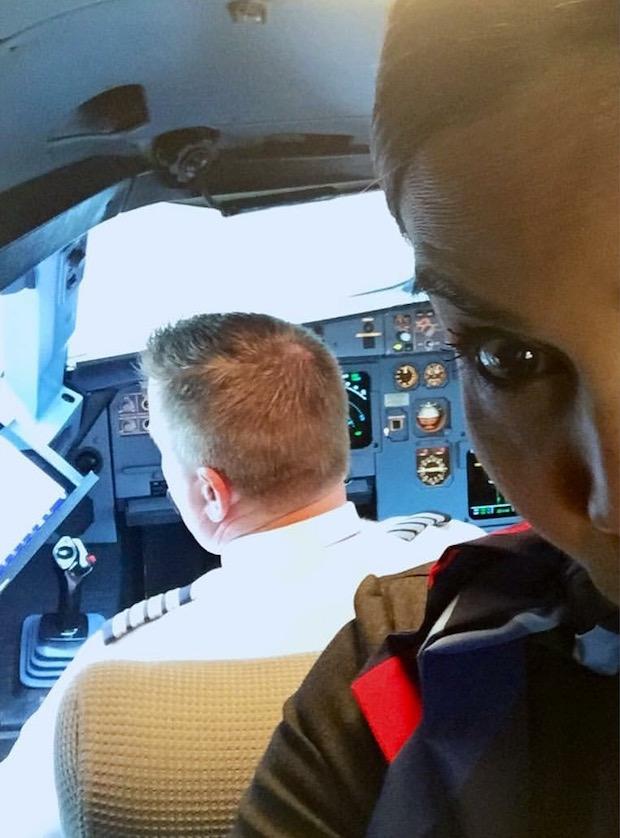 bunny-aux-xmas-cockpit-selfie