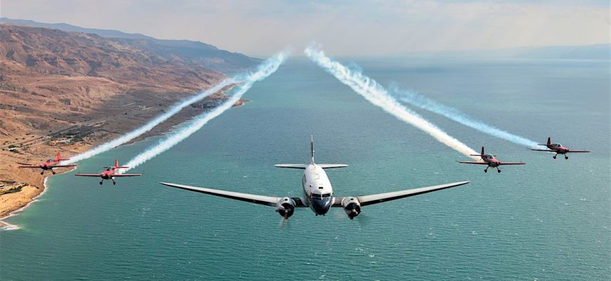 DC-3 Formation 2!!